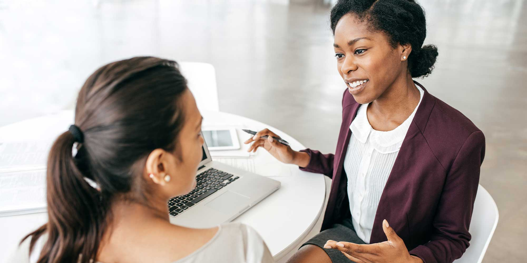 advisor_talking_to_female_investor